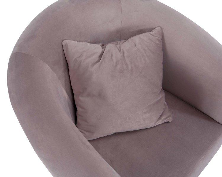 klasična roza fotelja s jastukom i sjedištem u krupnom planu