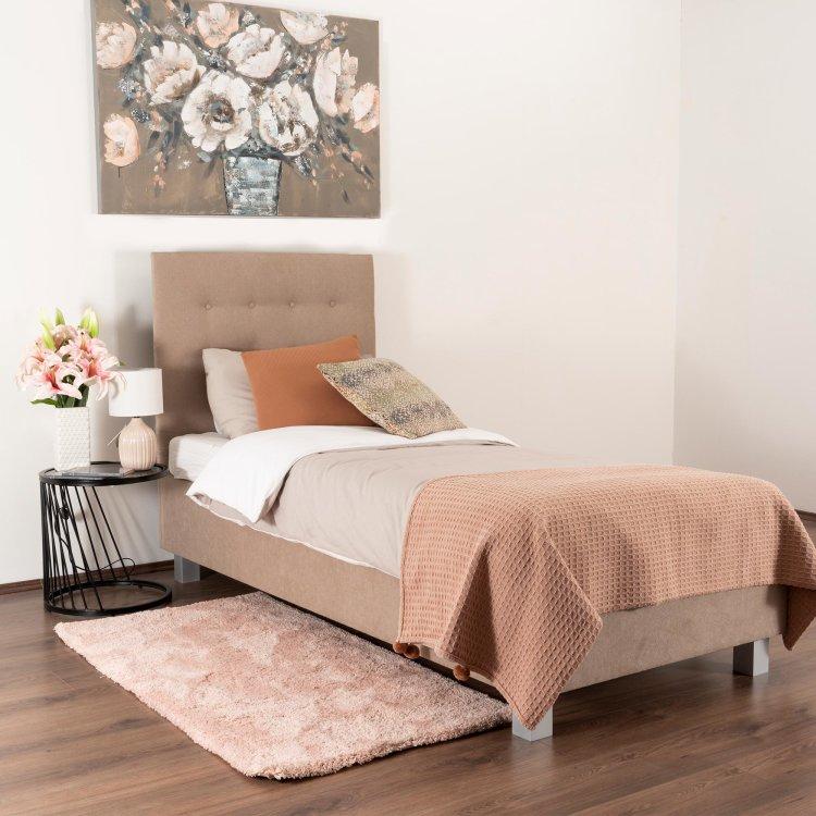 krevet Oxford slikan s lijeve strane u ambijentu