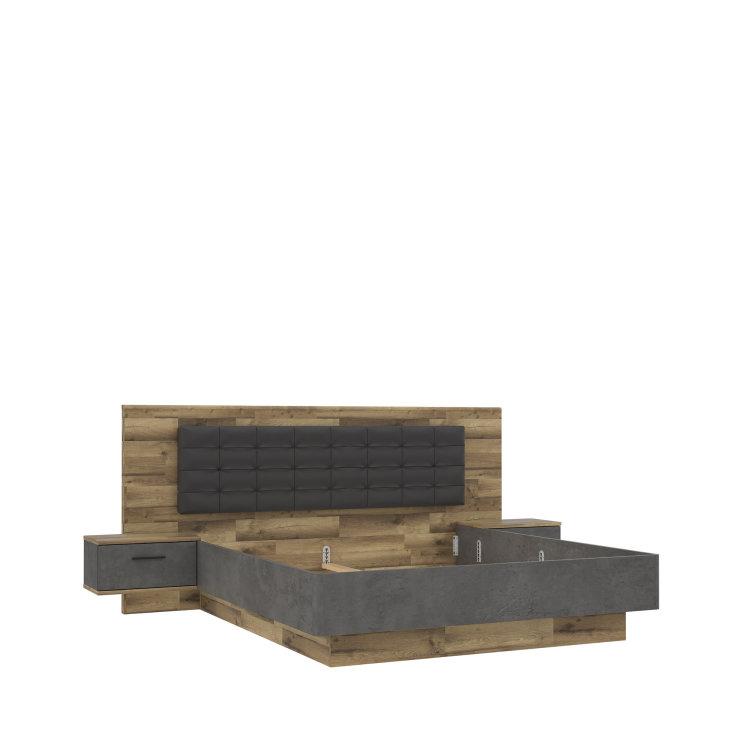 krevet Ricciano 180 s drvenim uzglavljem i okvirom umjesto nogica slikan s lijeve strane na bijeloj pozadini