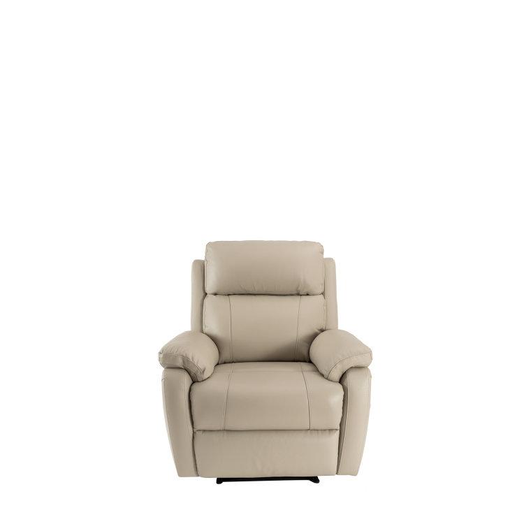 kožna fotelja pješčane boje slikana s prednje strane