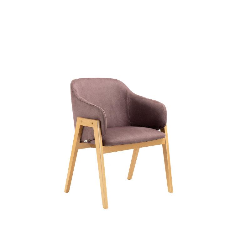 ljubičasta stolica adele slikana s lijeve strane