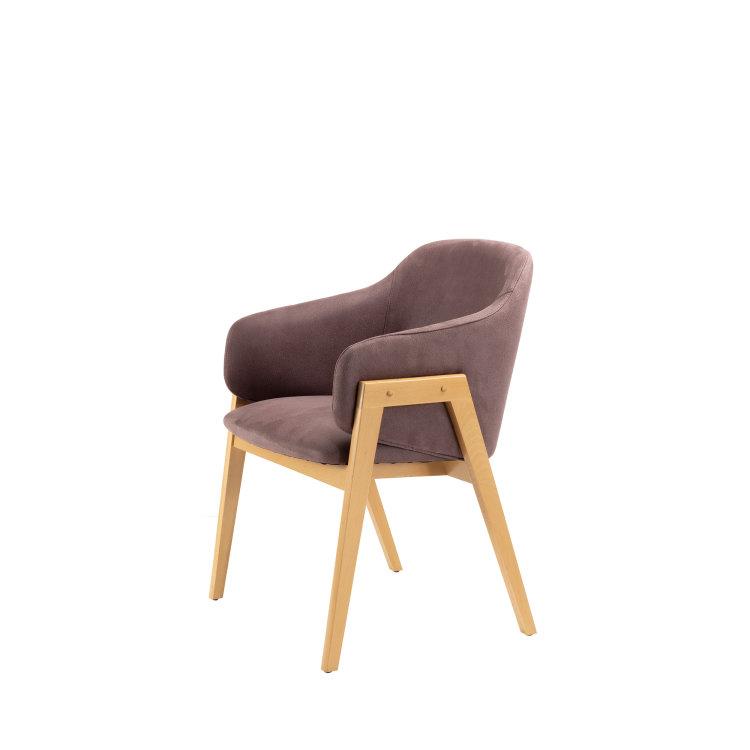 ljubičasta stolica adele slikana s desne strane